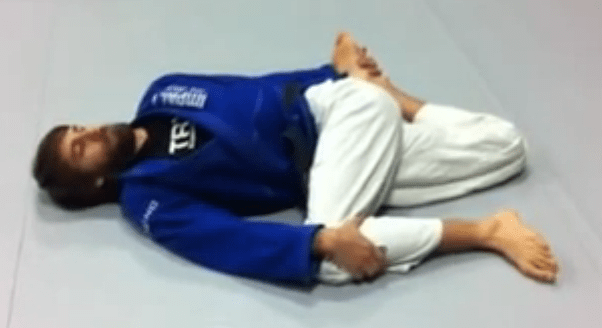 bjj_stretches_bretzel_1